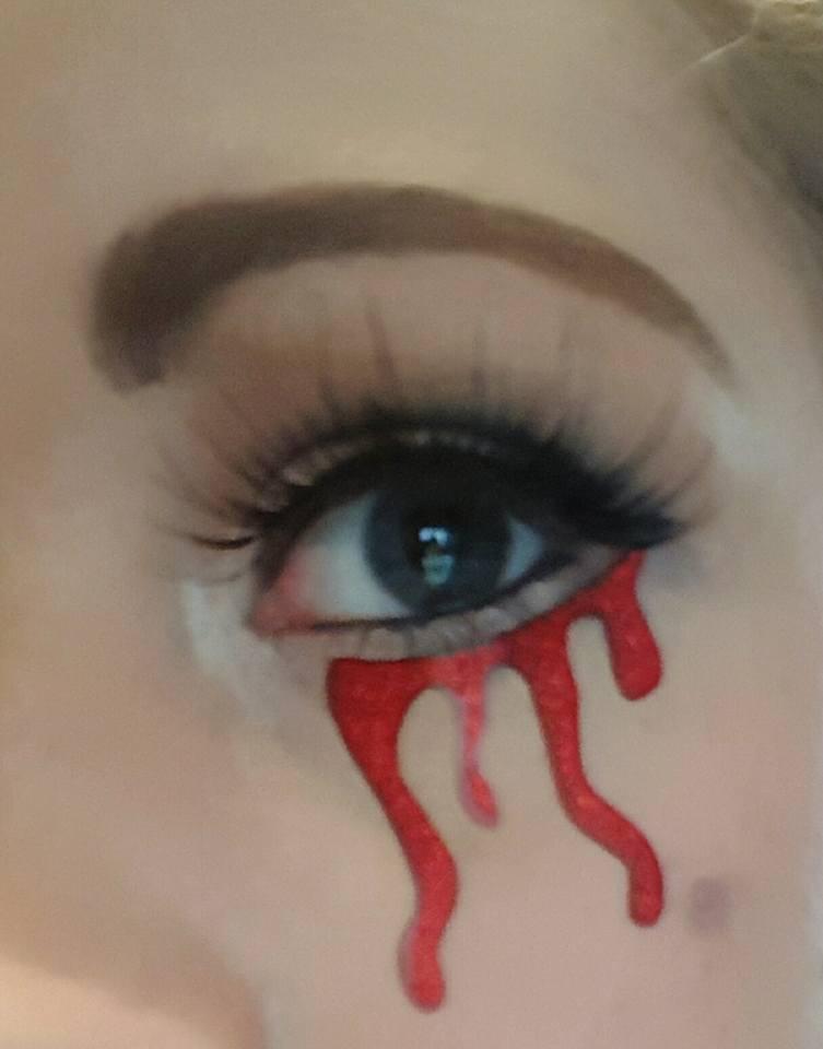halloweenmakeup_bloodeye
