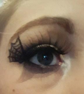 halloweenmakeup_eyelinerlashesweb