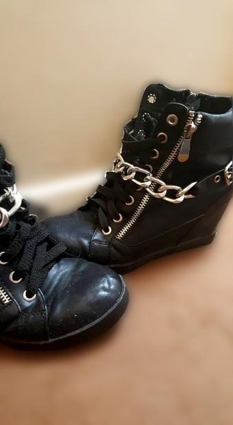 Frills_Shoes