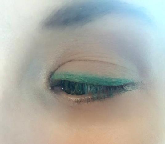 Eyeshadow_Vicki_GreenLine