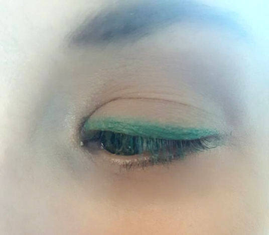 Eyeshadow_Vicki_GreenLine