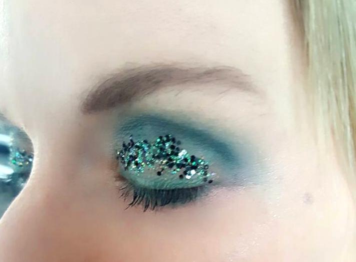 Eyeshadow_Vicki_SuperCloseup