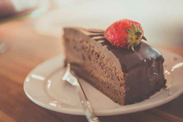 Dating-HB-cake