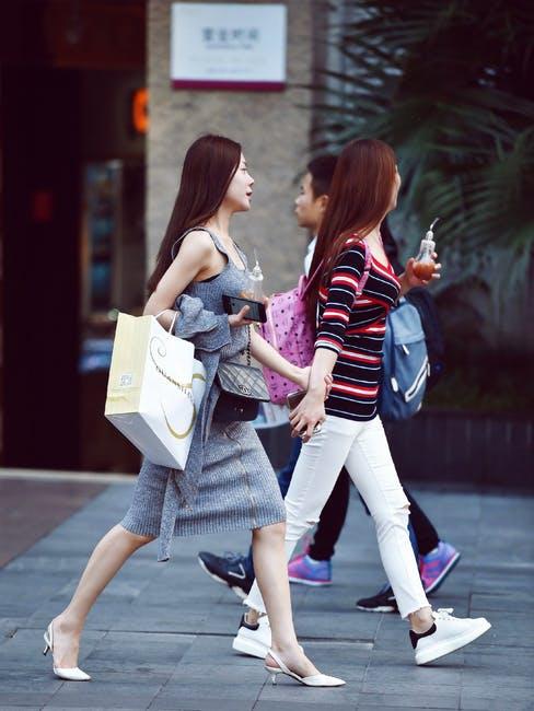 Dating-HB-shopping