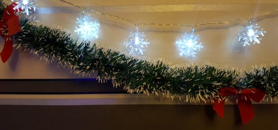 ChristmasTour-Decs-Tinsel