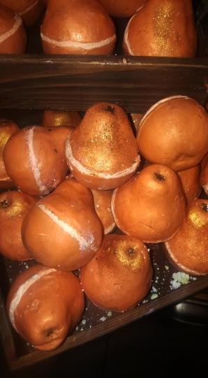 Lush-christmas-2018-golden-pear-soap