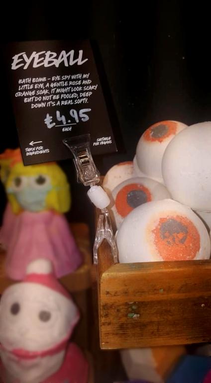 Lush-halloween-Winter-Event-eyeball-bath-bomb
