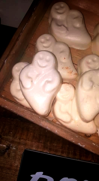 Lush-halloween-Winter-Event-ghost-in-the-dark-glow-in-the-dark-soap
