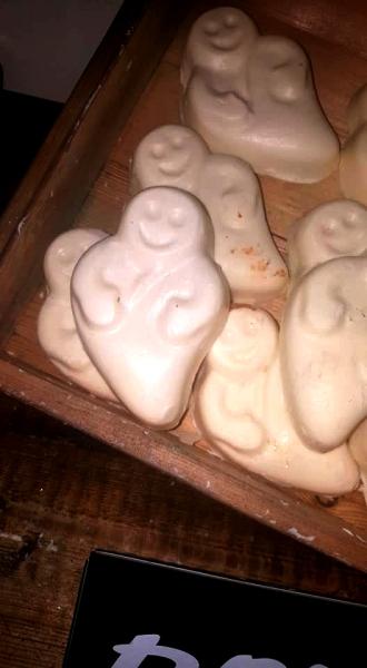 Lush-halloween-Winter-Event-ghost-in-the-dark-glow-in-the-dark-soap