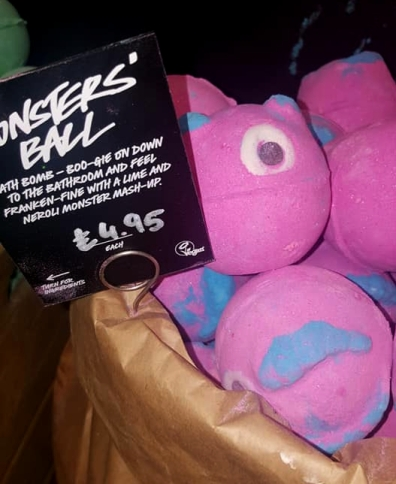 Lush-Winter-Event-Monsters-ball-bath-bomb
