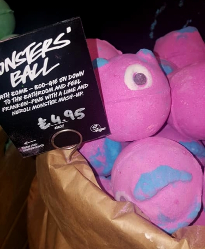 Lush-Winter-Event-Monsters-ball-bath-bomb