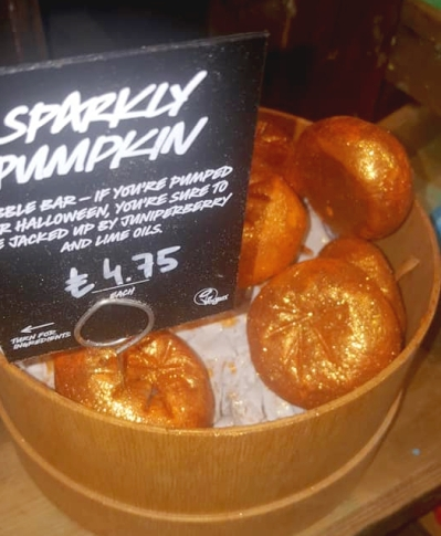 Lush-Winter-Event-sparkly-pumpkin-bubble-bar